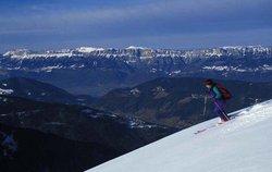 skieur de fond avec vue sur balcons de la Chartreuse